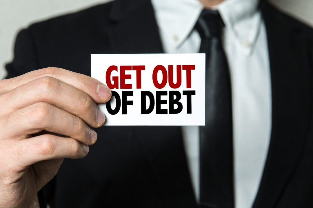 featured image - How to Clear Credit Card Debts Fast With These 4 Pointers
